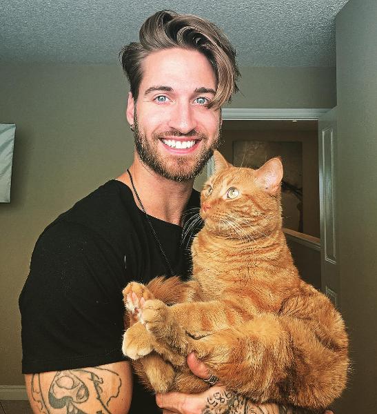 男模、猫咪、健身,三个元素放在一起会发生……?